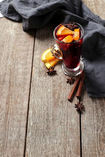 ドイツのグリューワイン、グリューワインまたはスパイスワインとも呼ばれます 無料写真