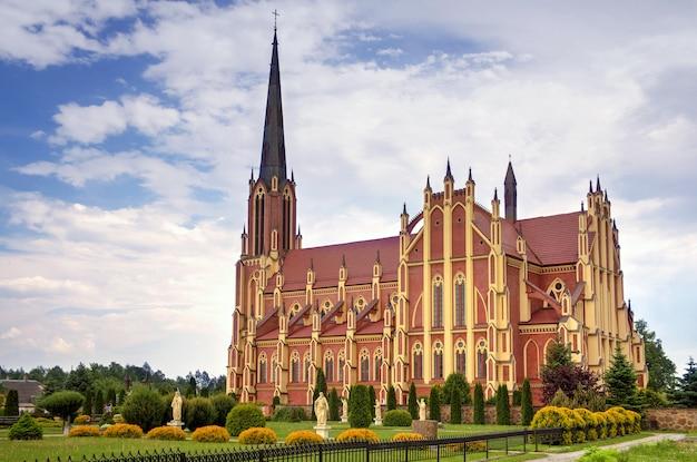 聖三位一体のカトリック教会、gervyaty村、grodno地域、ベラルーシ Premium写真