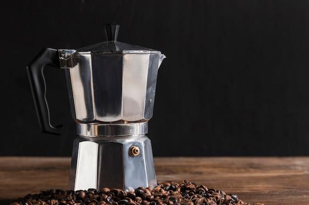 Geyser coffee maker near grains Free Photo