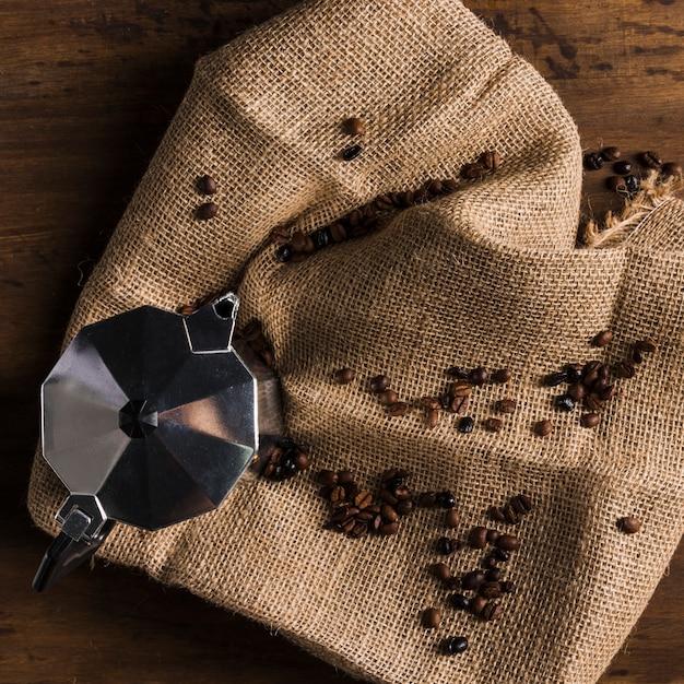 Macchina da caffè geyser su tela di sacco Foto Gratuite