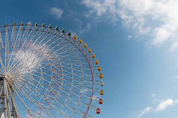 Giant ferris wheel in blue sky, osaka, japan Premium Photo