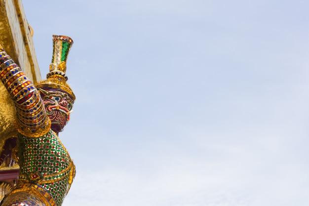 Giant at wat pra kaew, bangkok thailand Premium Photo
