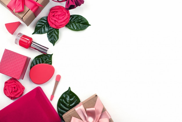 Gift box packaging accessories cosmetics Premium Photo