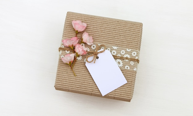 Gift box with empty tag Premium Photo