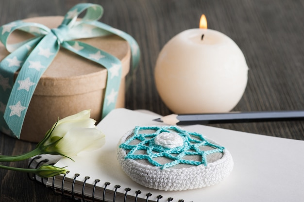 Gift box with star ribbon on dark rustic table Premium Photo