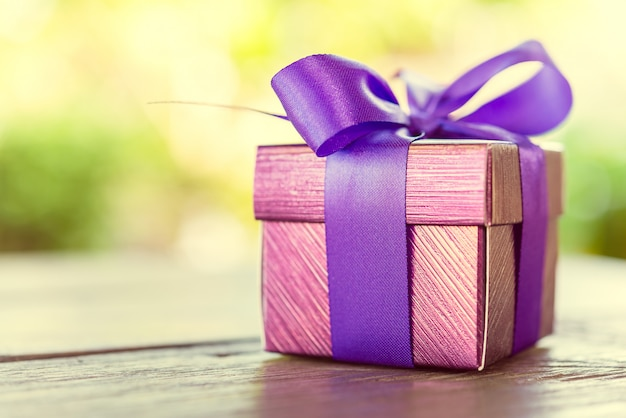 Gift box Free Photo