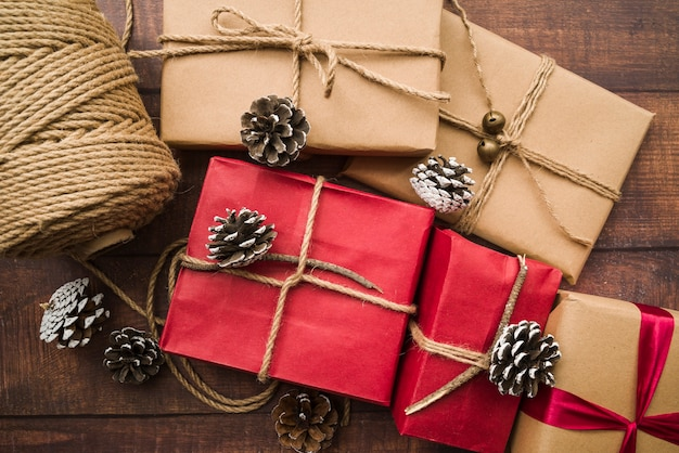 Gift boxes with cones and rope roll  Free Photo