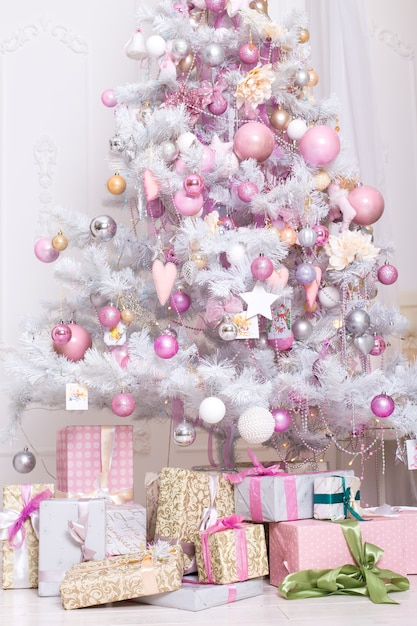 Giftboxes Pink And White Christmas Decorations Balls