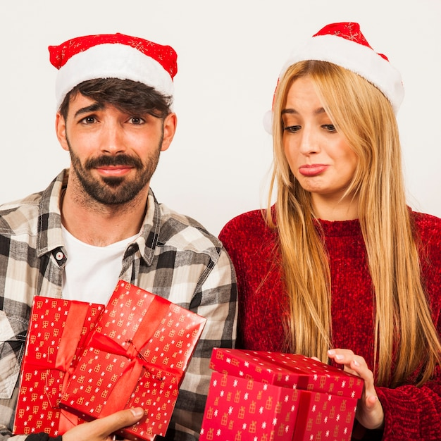 Gifting concept with disappointed couple Free Photo