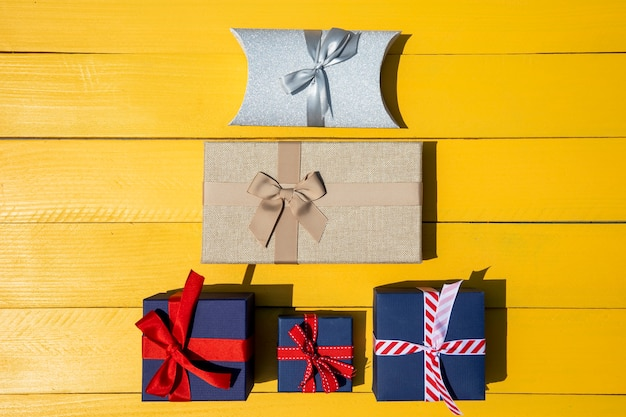 Gifts pyramid of different sizes Free Photo