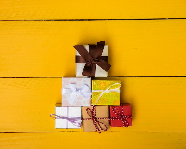 Gifts pyramid with a variety of colours Free Photo
