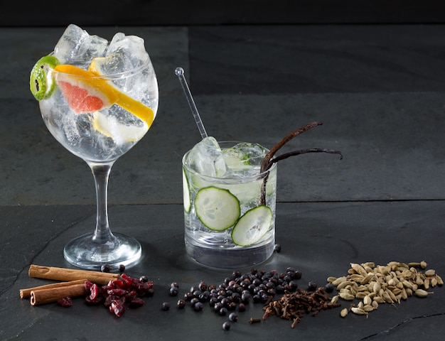 Gin tonic cocktails with lima cucumber and grapefruit Premium Photo