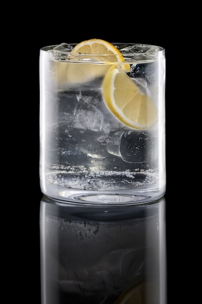 Gin and tonic in rocks glass isolated on black Premium Photo