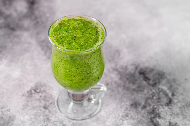 Ginger green apple smoothie on concrete background. it can be used as a background Premium Photo