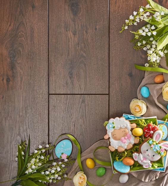 ジンジャーブレッド、卵、花 Premium写真