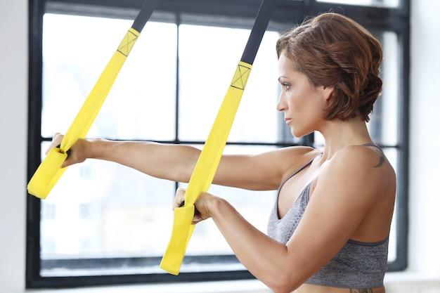 Девушка в спортзале Бесплатные Фотографии