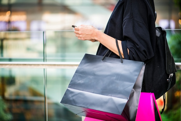 Girl carrying a alot of shopping bags Premium Photo