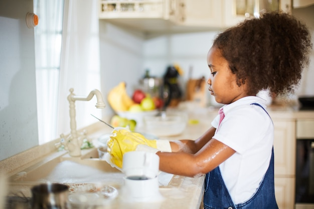 Girl cleaning the dishes Free Photo