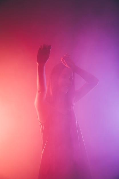 Девушки в ночном клубе фото танцуют ночной клуб крокус