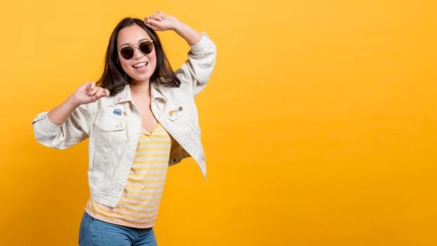 Girl dancing Premium Photo