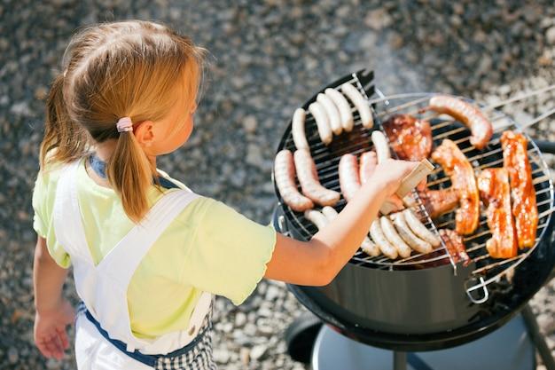 Girl doing the barbecue Premium Photo