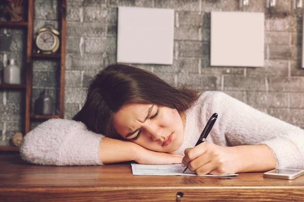 Девушка пишет что устала от работы картинки смешные девушка на работе
