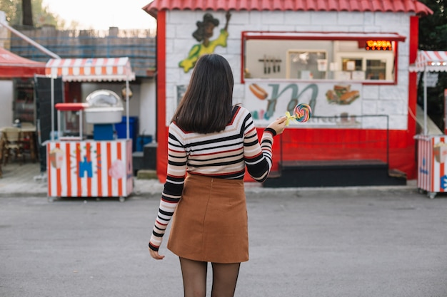 Girl going to a food truck Free Photo