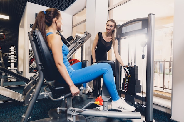 Girl helps to choose the optimal weight exercise Premium Photo