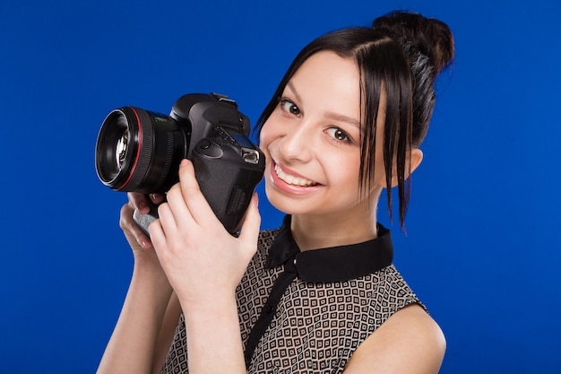 Girl holds the camera in hands Premium Photo