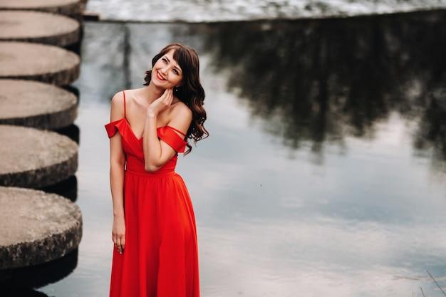 Девушки модели в красный холм алматы девушка ищу работу