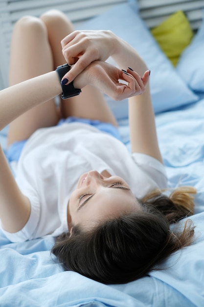 Девушка в кровати Бесплатные Фотографии
