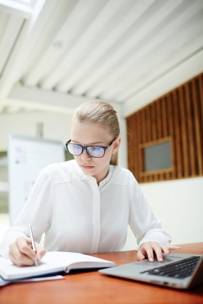 Girl making notes Free Photo