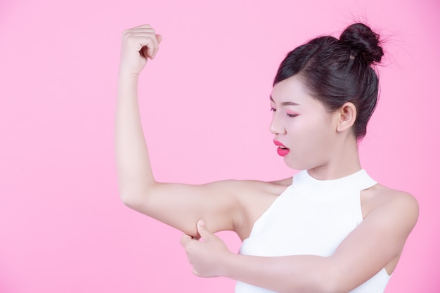 The girl raised the upper arm. Free Photo