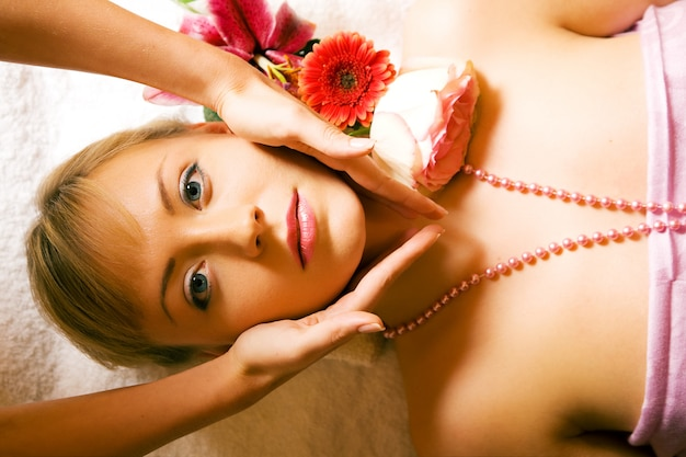 Girl receiving a head massage Premium Photo