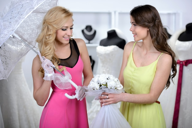 Girl shows another girl a beautiful bouquet for the wedding. Premium Photo