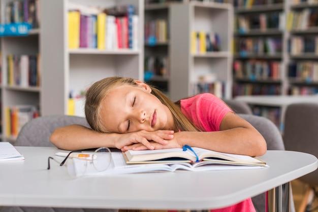 Картинка девушка спит на работе приставание к девушкам на работе как называется