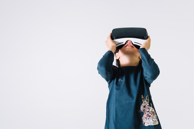 Girl in vr headset looking up Free Photo