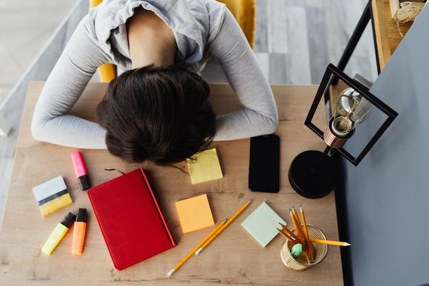 Девушки устала на работа одежда от известных дизайнеров