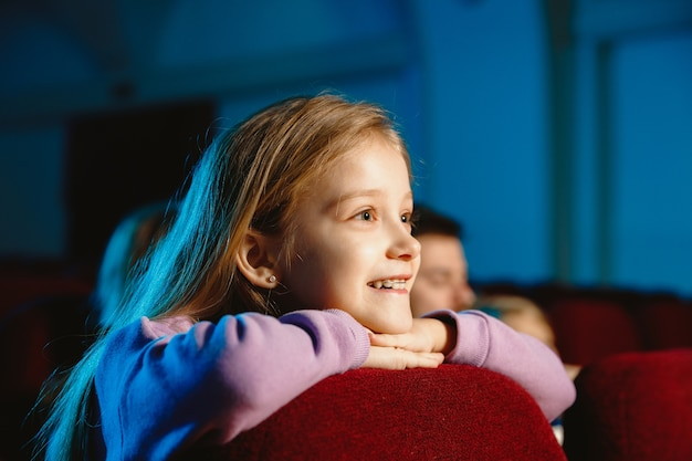 Girl watching a film at a movie theater Free Photo