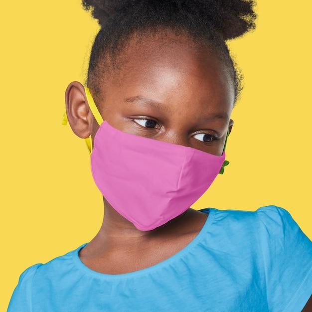 Девушка в розовой маске для лица Бесплатные Фотографии