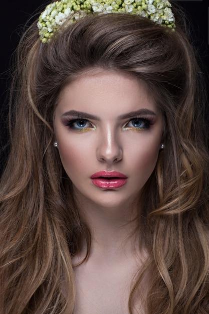 Phenomenal Girl With A Beautiful Stylish Hairstyle Premium Photo Schematic Wiring Diagrams Phreekkolirunnerswayorg