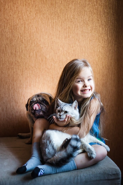 Girl with blond hair holds a cat Premium Photo