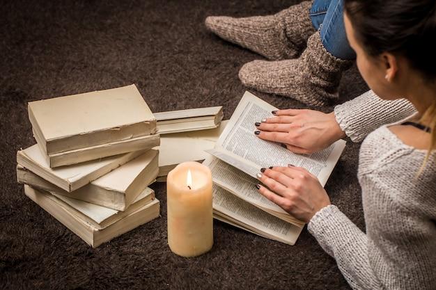 Девушка с книгами Бесплатные Фотографии