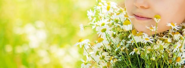 Girl with chamomile. photo. nature flowers. Premium Photo