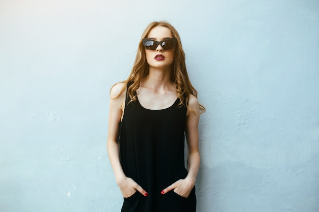 Girl with hands in pants posing with sunglasses Free Photo
