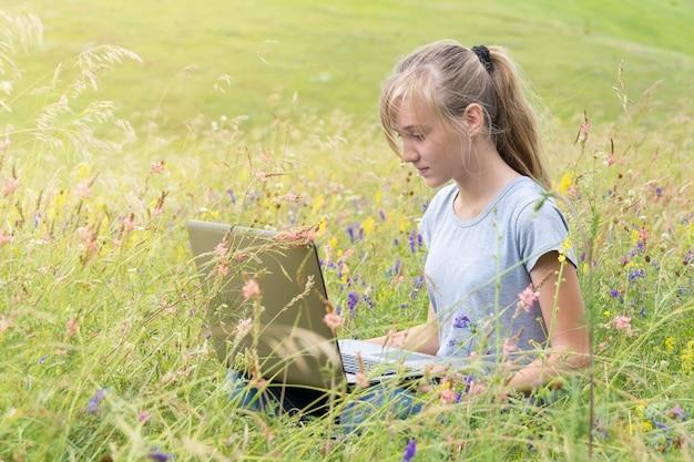 Girl with laptop Premium Photo