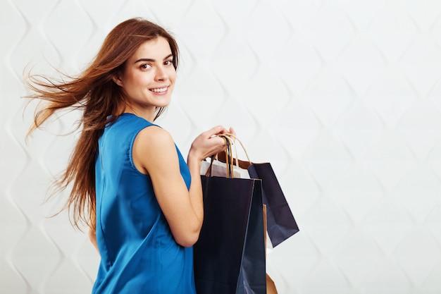 쇼핑백과 소녀 프리미엄 사진
