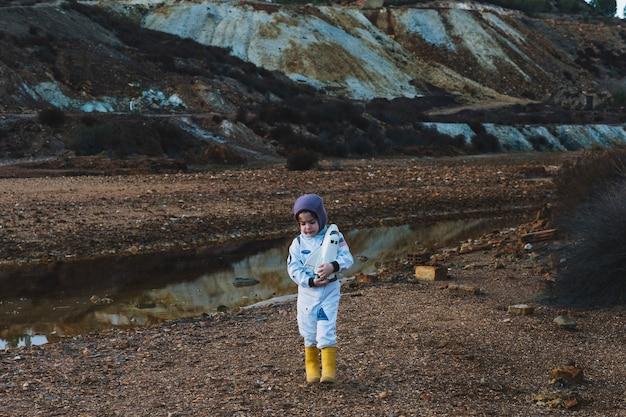 Девушка с челночной игрушкой в природе Бесплатные Фотографии