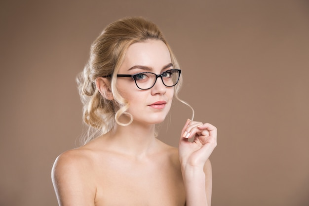 Girl with a strand on the finger Premium Photo