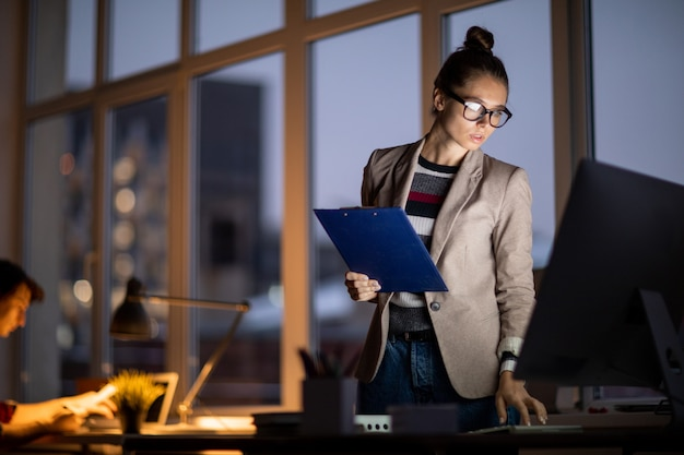 Girl working in the office at night Premium Photo